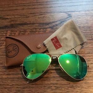 Ray-Ban green mirror aviator sunglasses- polarized